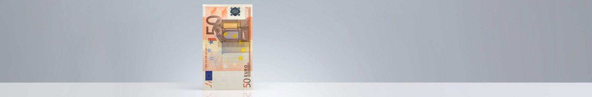 Euroschein auf grauem Grund